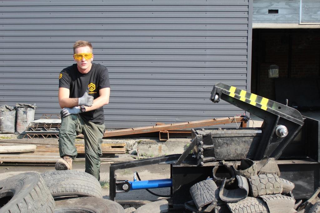 Оборудование для переработки шин — Гидравлические ножницы